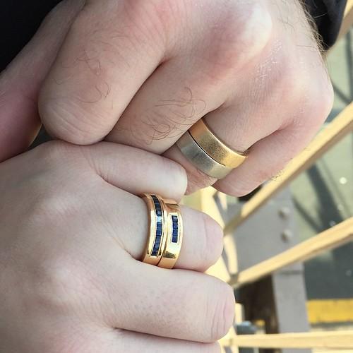 Tillbaka på förlovningsplatsen, nu som gifta