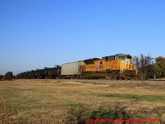 UP 8620 leads southbound ethanol train UEEBAD-20 through the curve at Argyle, Texas.