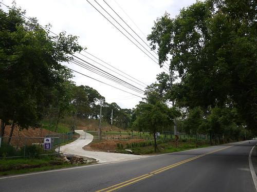 農地轉賣給建商,蓋起豪宅,成了假農舍。(圖片來源:陳美汀)