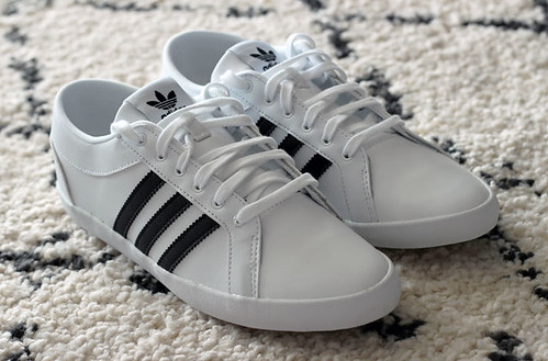 adidas-adria-sneakers-black-white
