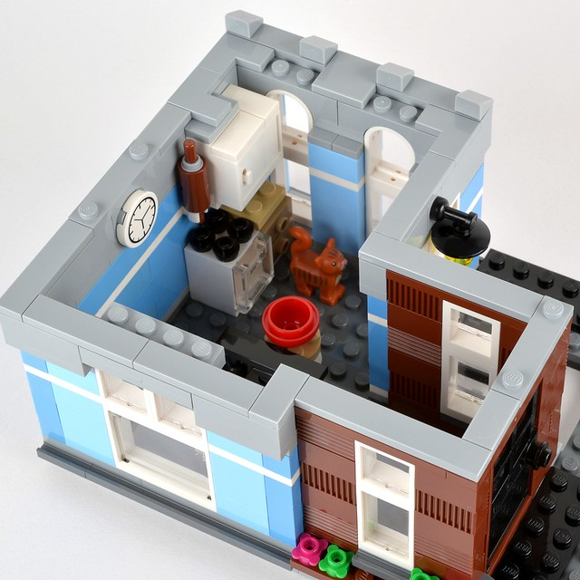 Review 10246 Detectives Office Brickset Lego Set Guide And Database