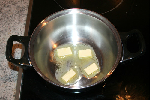 41 - Butter in Topf zerlassen / Melt butter
