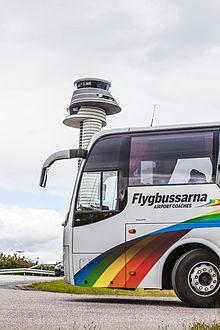 Flygbuss_med_torn_Arlanda_flygplats