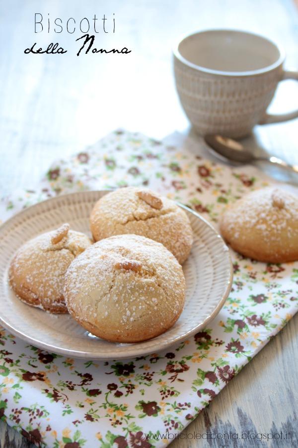 biscotti della nonna ovvero biscotti alla crema e pinoli