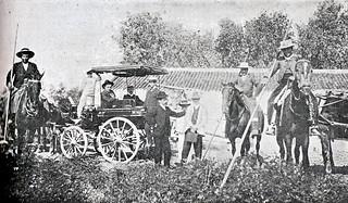 1916. Juan Belmonte se entrena derribando reses en la finca nazarena de Quintillo
