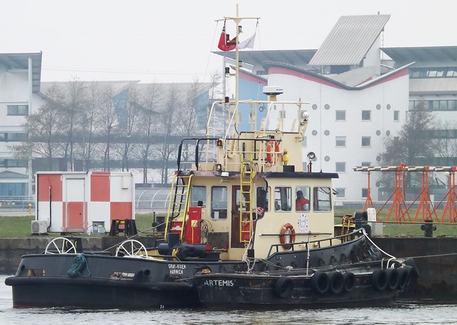 Thames Vixen (3) @ KGV Dock 20-03-15