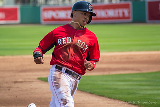 Mookie rounds the bases