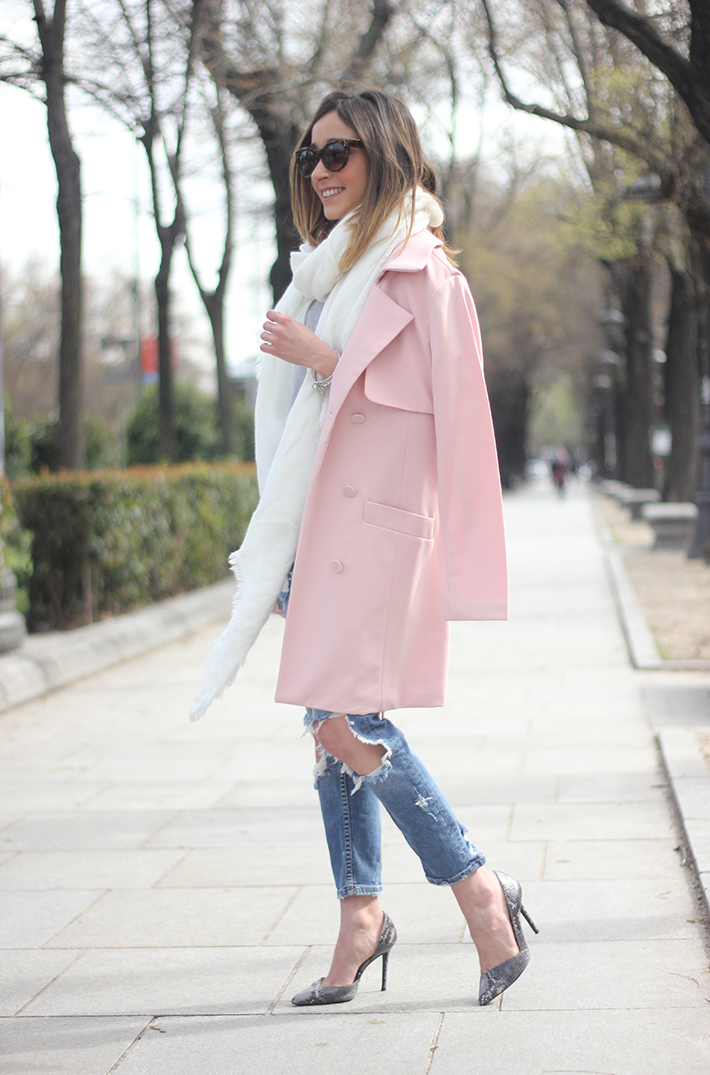 Pink trench & Ripped Jeans05