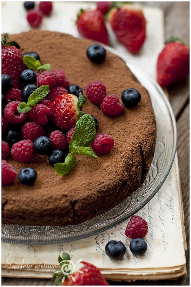 Šokoladinis migdolų miltų pyragas (5)