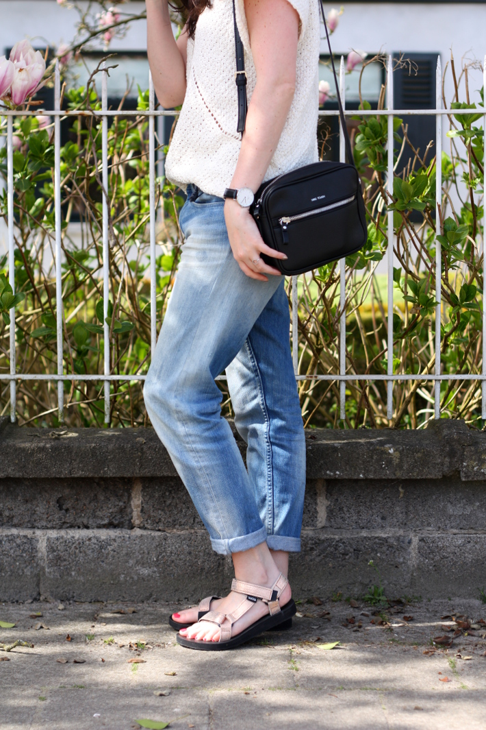 Outfit Rose Gold Tevas And Boyfriend Jeans The Styling
