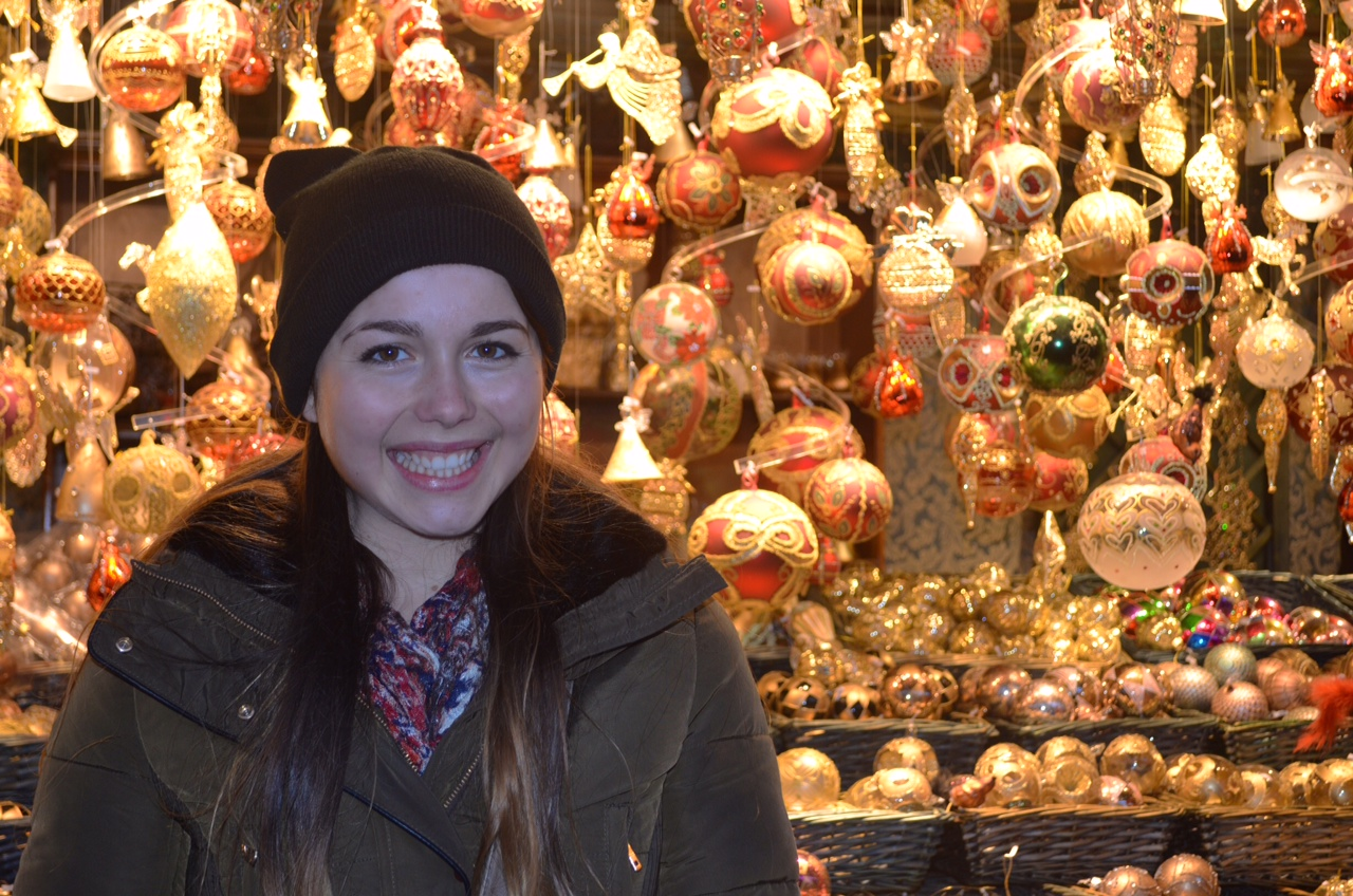 5 Madison Meyer at a Christkindlmarkt in Vienna