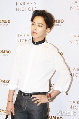 G-Dragon_HarveyNichols-COLOMBO_VIA_DELLA_SPIGA-HongKong-20140806 (9)
