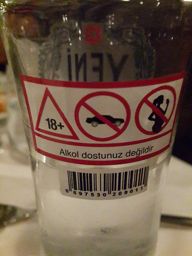 Kemény figyelmeztetések az alkoholos üvegen