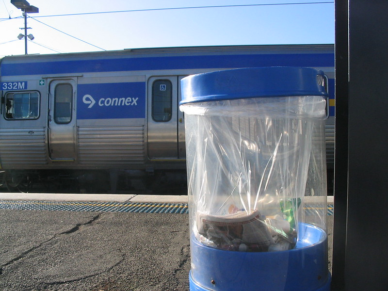 Connex train and plastic rubbish bin at Richmond Station (May 2006)