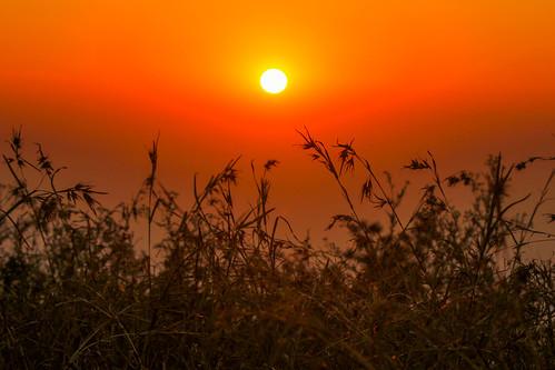 morning light shadow sun sunrise trek hill bangalore nandi skandagiri