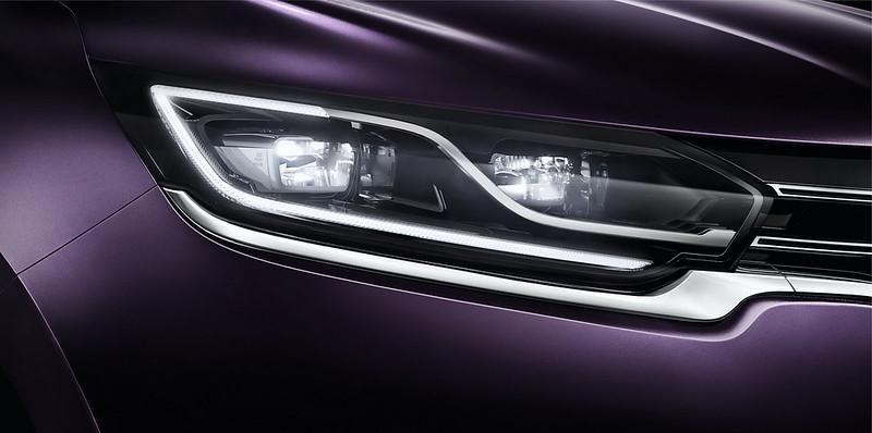 Новые фары минивэна Renault Espace Initiale Paris