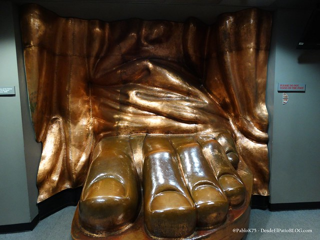 Subiendo a la corona de la estatua de la libertad new for Interior estatua de la libertad