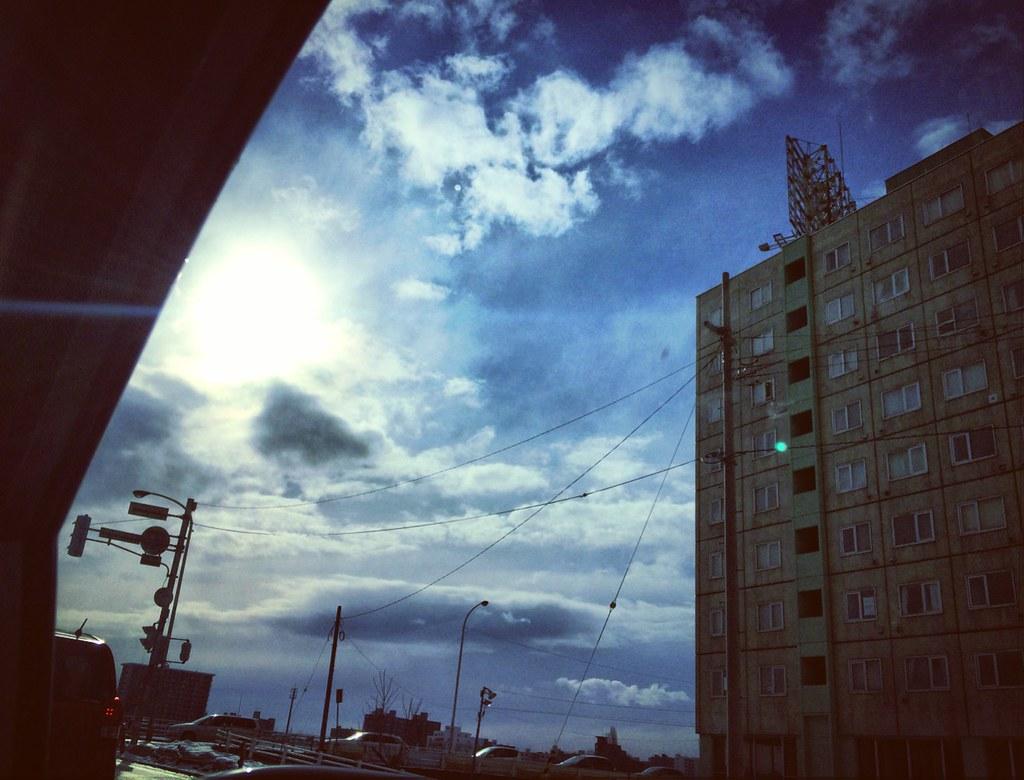 空と雲と光と幻想(ブルー)
