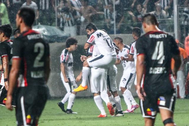 Colo-Colo cai no Horto e Atlético-MG avança na Libertadores