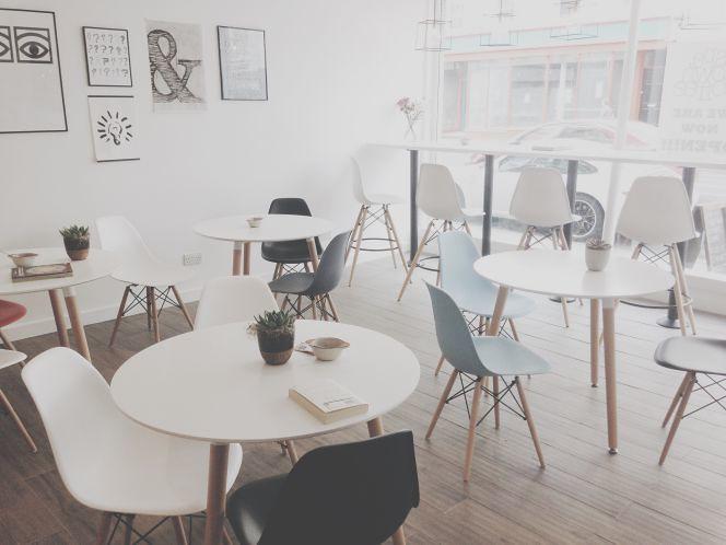 Lưu ý vàng khi lựa chọn bàn ghế quán cà phê