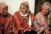 Peru Trekking Cordillera Vilcanota. Festlich gekleidete Andenbewohner. Foto: Günter Hane.