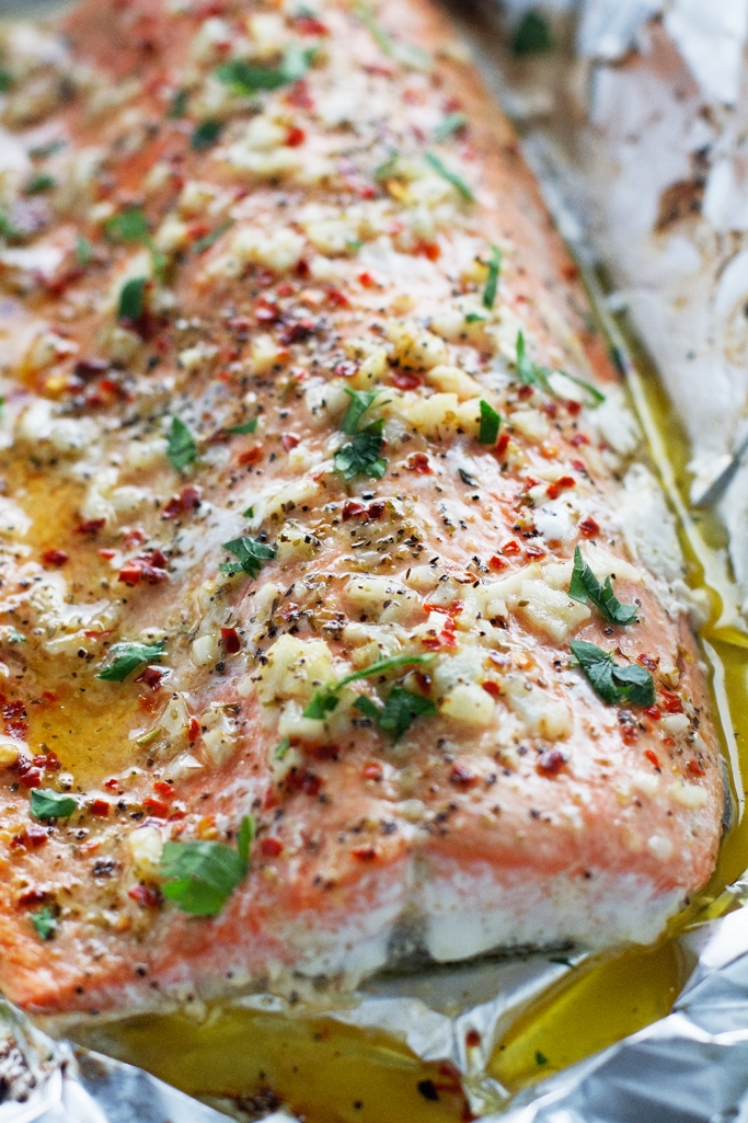 Lemon Garlic Butter Baked Salmon in Foil - This recipe takes less than ...