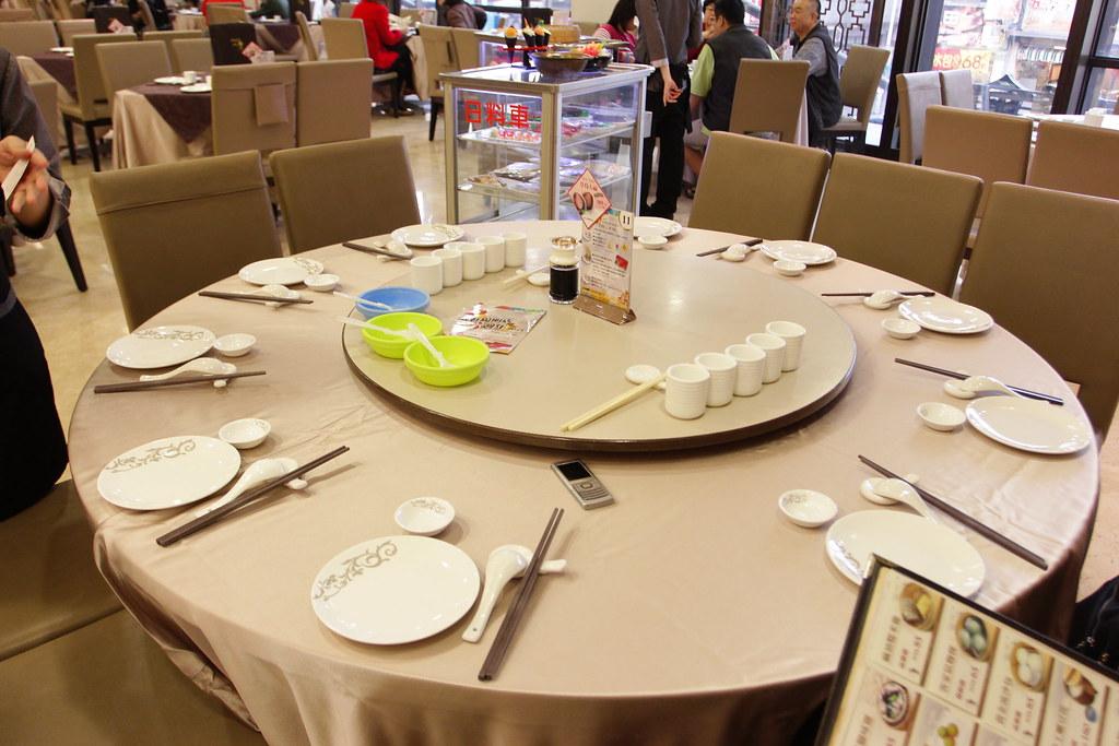 餐廳大,但用餐的人也很多,假日去約六點左右幾乎全滿了