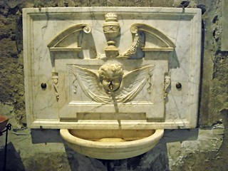 Marble Fountain wash-stand with Angel (16th century) - Santa Caterina a Formiello Church in Naples