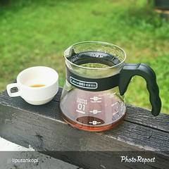 """By @liputankopi """"Taneuh Sunda Arumanis #Philocoffee http://goo.gl/pLZcAG  Ketika diseduh, kopi Taneuh Sunda Arumanis ini mengeluarkan aroma coklat susu yang bercampur dengan manis vanila. Secara rasa, kopi ini memberikan rasa cokelat yang bercampur dengan"""