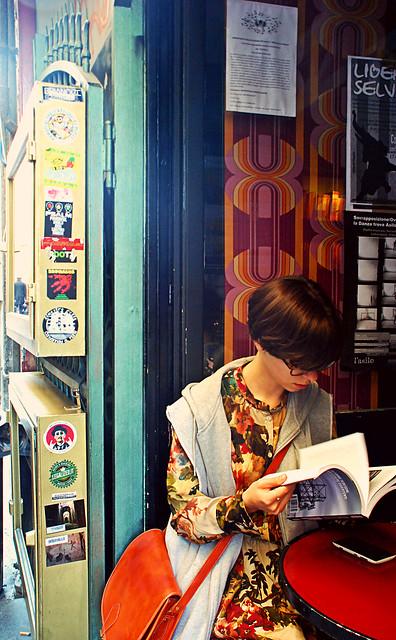 a vintage girl in Naples
