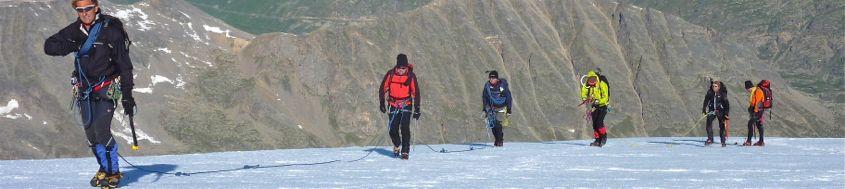 Eiskurs, angeseilter Aufstieg über den Gletscher. Foto: Günther Härter.