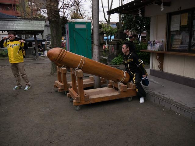 かなまら祭り/Kanamara Matsuri: impressive man
