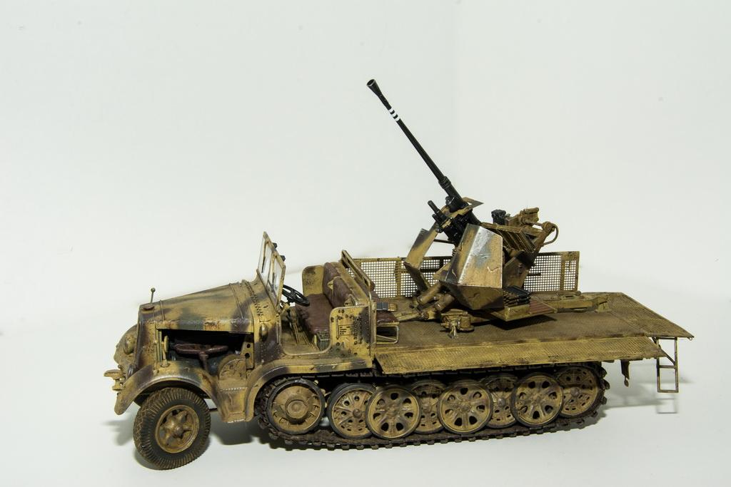 trumpeter 1 35 sd kfz 7 2 3 7 cm flak 37 selbstfahrlafette international scale modeller. Black Bedroom Furniture Sets. Home Design Ideas