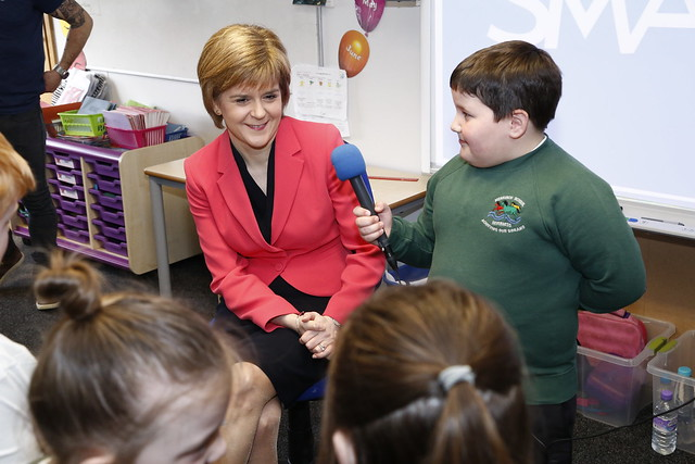 First Minister visits Merkinch PS