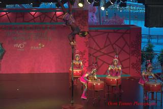 keep playing girls, I am still pole-dancing