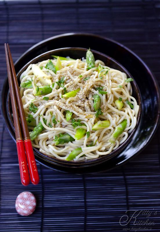 Noodles al Sesamo e Asparagi