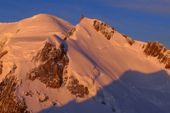Skibesteigung Montblanc, 4810 m, mit Mont Maudit im Vordergrund. Foto: Günther Härter.