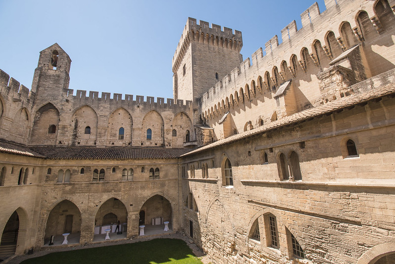 Provence cyling Avignon Pope Palace 3