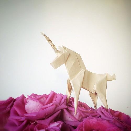 Origami Unicorn by Paperaria
