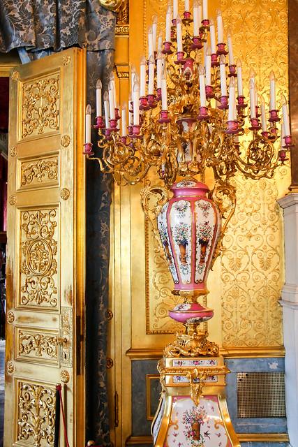 Gorgeous golden interior in Hermitage Museum, Saint Petersburg, Russia エルミタージュ美術館、ゴージャスな金色の内装