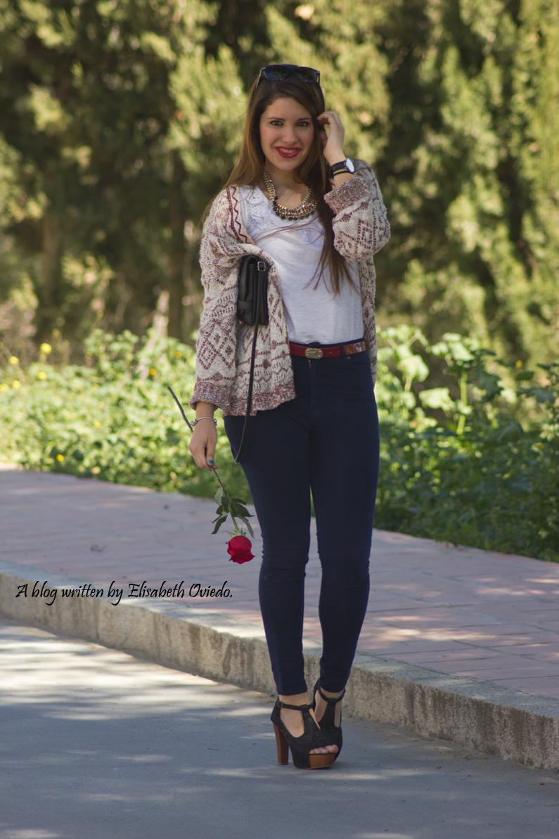 capa-azteca-con-jeans-y-tacones-HEELSANDROSES-(6)