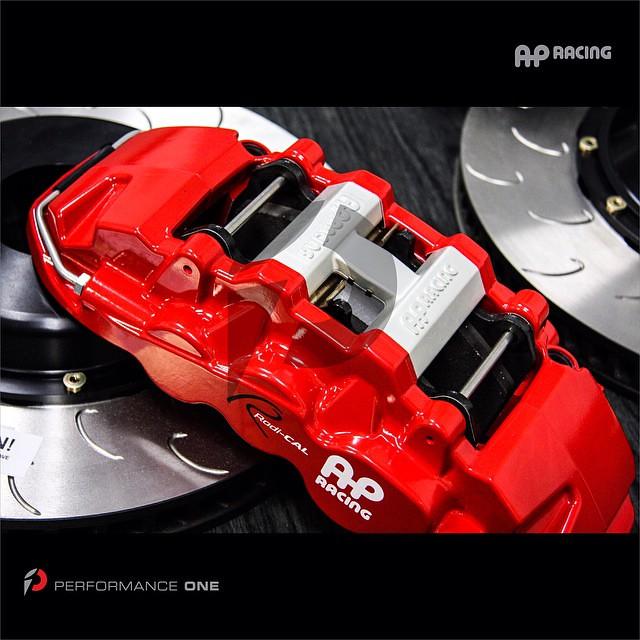 AP Racing Radi-CAL Brake kit: 6-piston front caliper w/14
