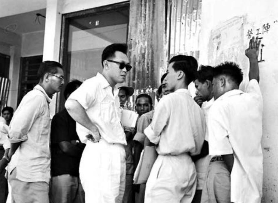 1955 HOCK LEE BUS RIOTS: Mr Lee meeting unionists during the Hock Lee bus strike. - picture via ST files