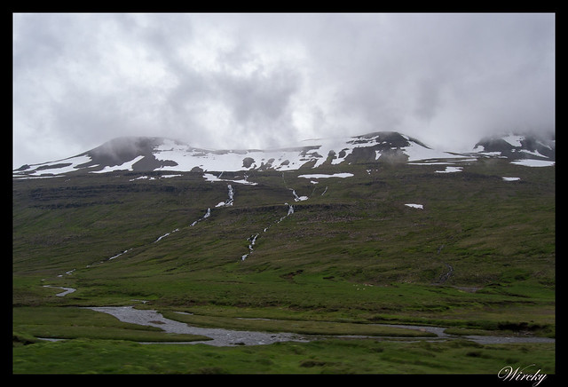 Los paisajes de Reydarfjordur a Egilsstadir - Pequeñas cascadas y nieve