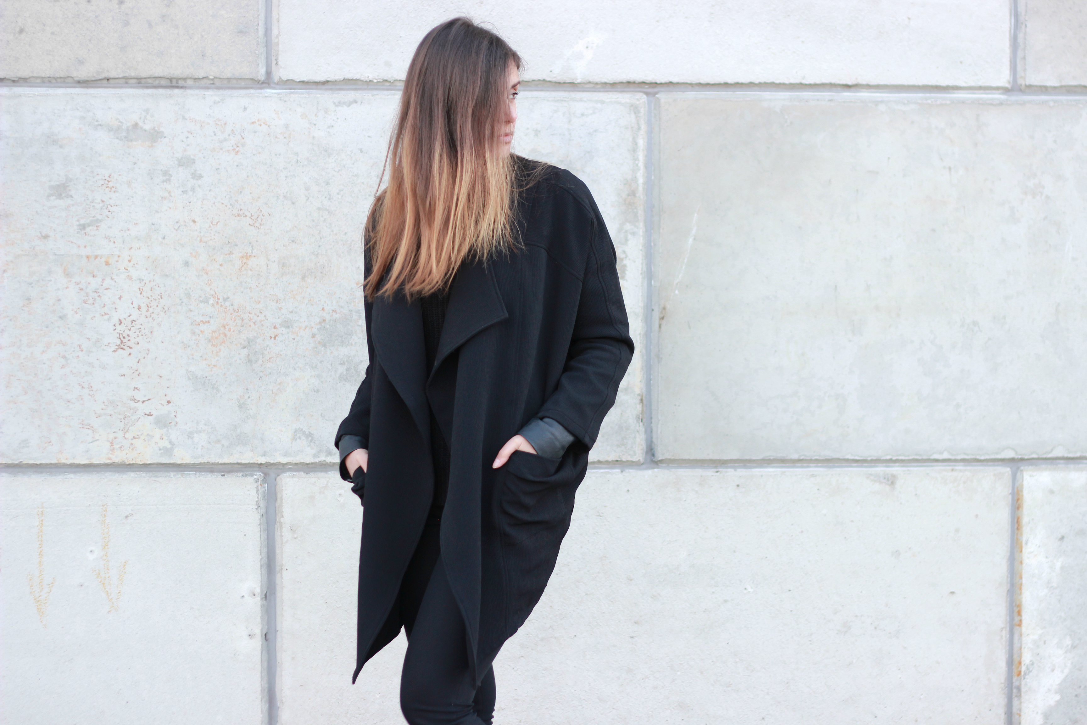 H&M trend, oversized jacket, black on black, minimal, streetwear, monochrome