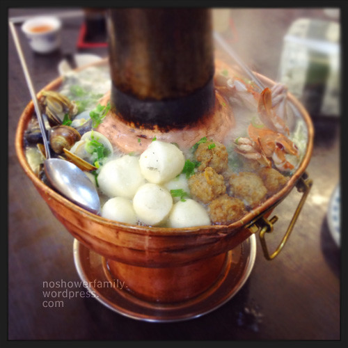 Meat with pickled cabbage hot pot