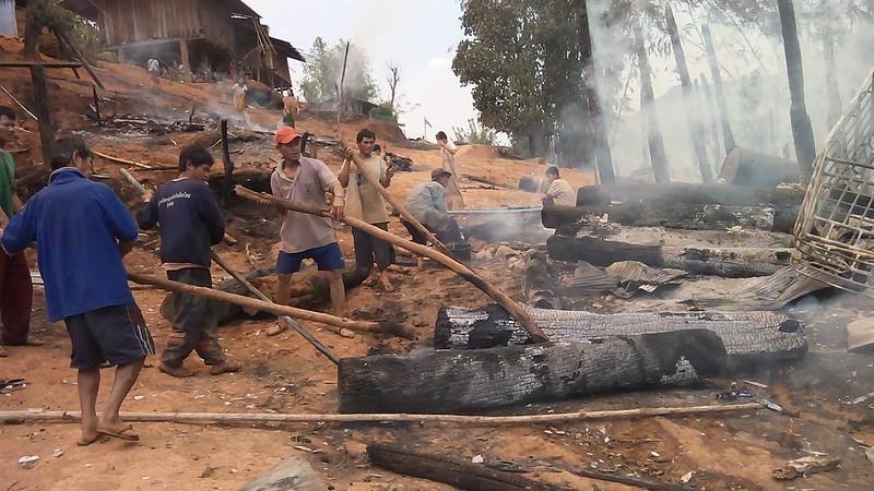 ไฟไหม้ หมู่บ้านแม่ฮองกลาง ต.นาเกียน  อ.อมก๋อย