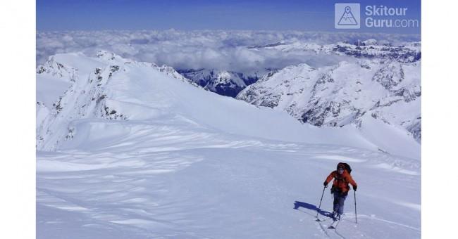 Skialpový přechod přes Urnské a východní Bernské Alpy.