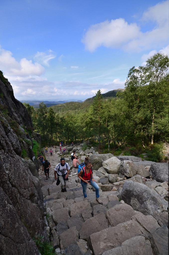 Neverdalsskaret, las escaleras de piedra que subimos para llegar al Púlpito