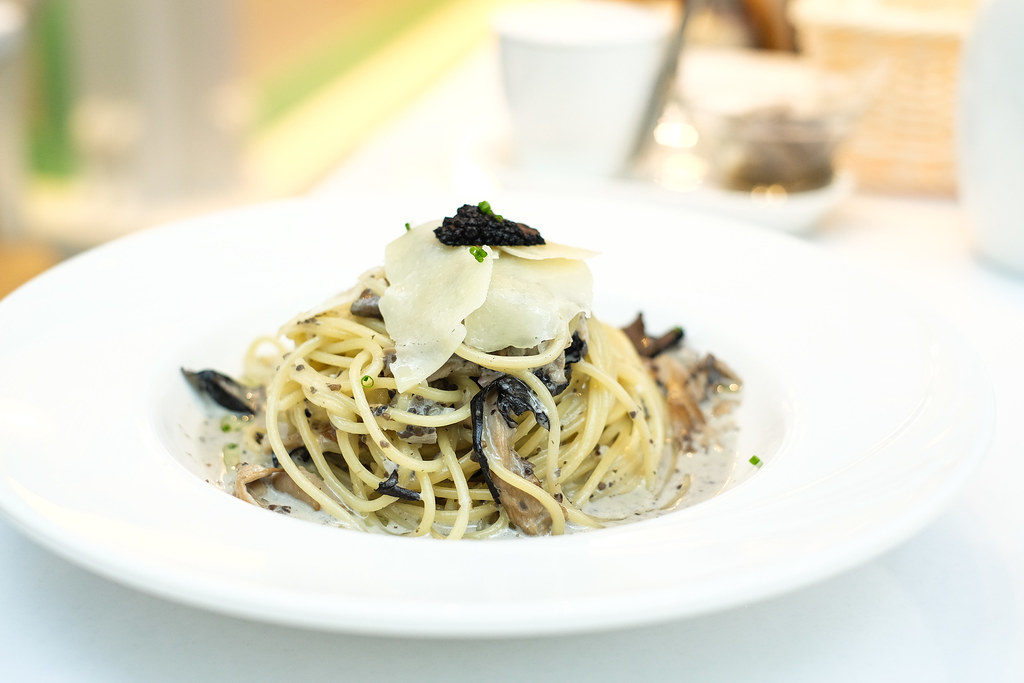 Dazzling Cafe Food: Black Truffle and Wild Mushroom Spaghetti
